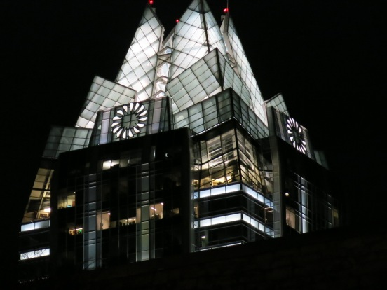 Is the Frost building really an owl placed in downtown Austin by a Rice University architect in order to mock UT?