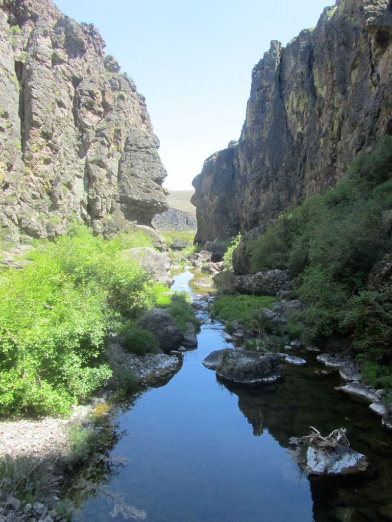 10-canyon water